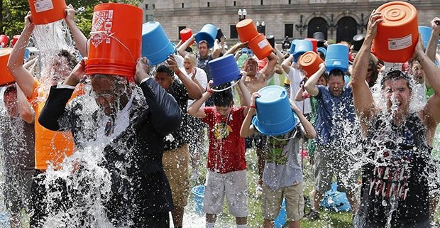 ALS Ice Bucket Challenge / Photo: Elise Amendola / AP
