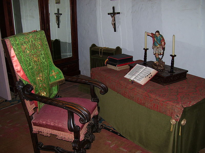 800px-Casa_de_Estudillo_-_priest's_room - копия